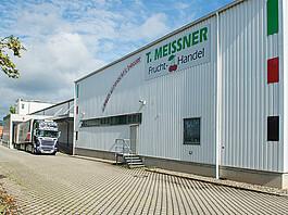 Aus ganz Europa liefern LKWs frische Produkte bei T. Meissner an.
